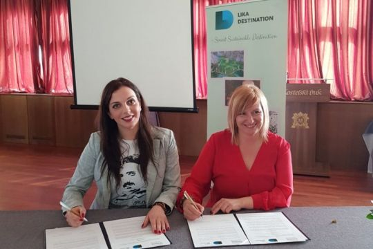Agreement on cooperation between tourist clusters UNASANA and Lika Destination was signed